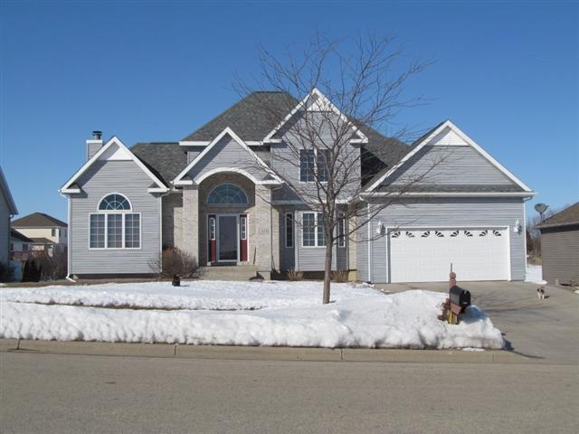 5 bedroom contemporary home overlooking pond rock realty for Contemporary home builders wisconsin