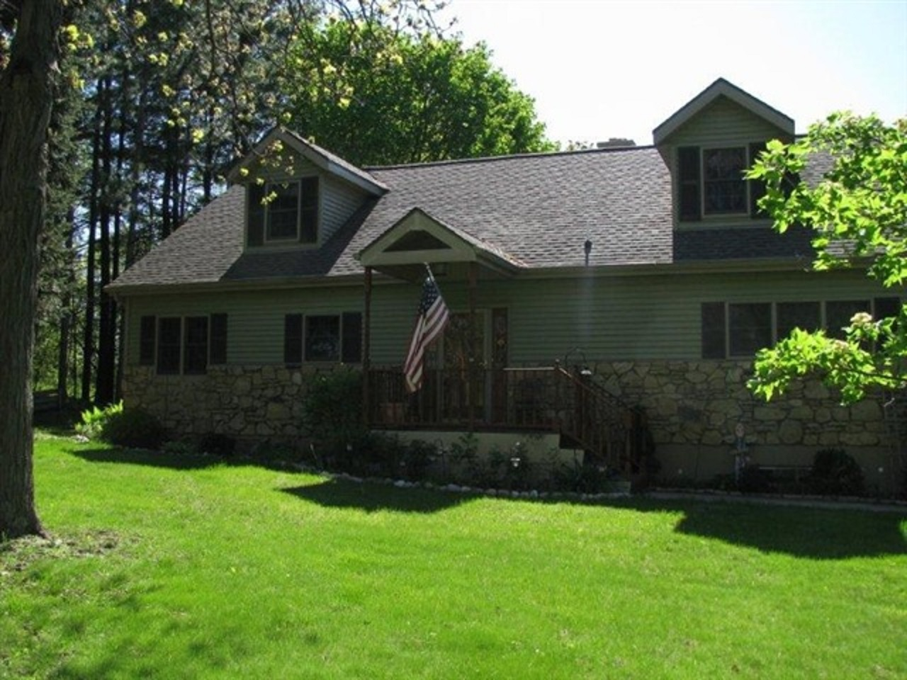 5 Acre Home with Horse Stalls in Fulton Wisconsin – Sold!