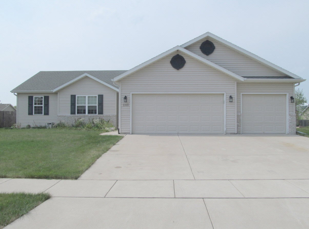 Newer 3 Bedroom 3 Car Garage Ranch In Edgerton